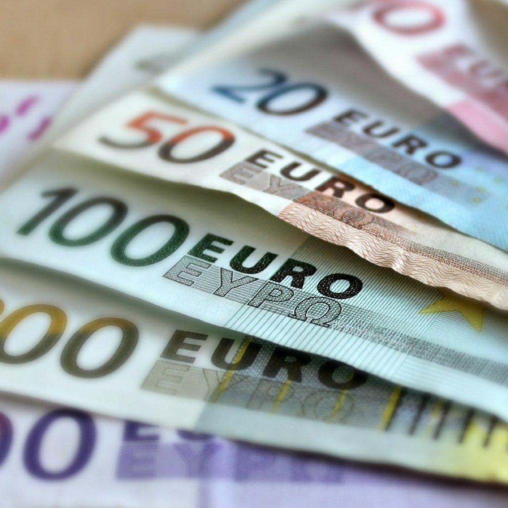 Factoring und Rechnung Geld Scheine Wedolo