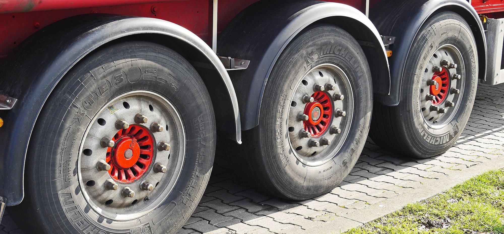 semi-trailer-1388936_1920_2000x930