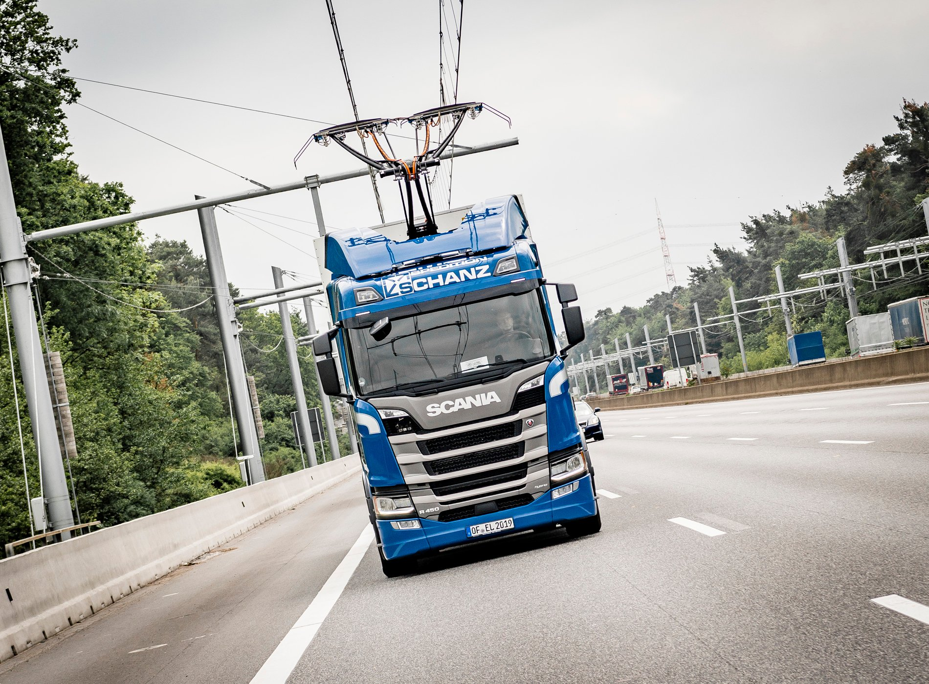 {parent_widget_container=null, label=Image Alt, value=Scania R 450 Oberleitungs-Lkw auf der A5-Teststrecke bei Frankfurt, export_to_template_context=true, content_editable_values=[value]}